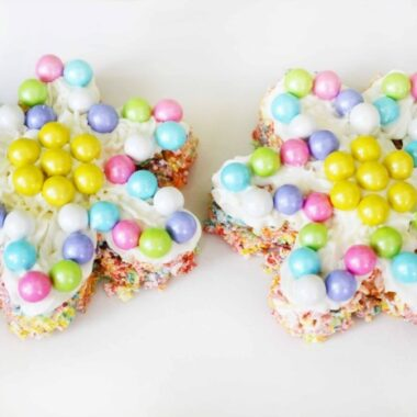 Fruit Pebbles Marshmallow Treats in the shape of a flower with colorful candies on top.
