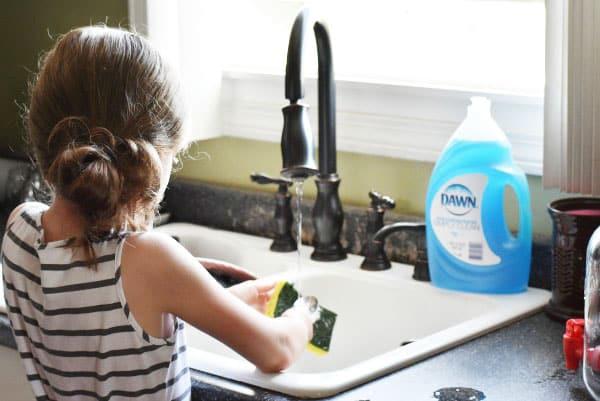 girl-washing-dishes