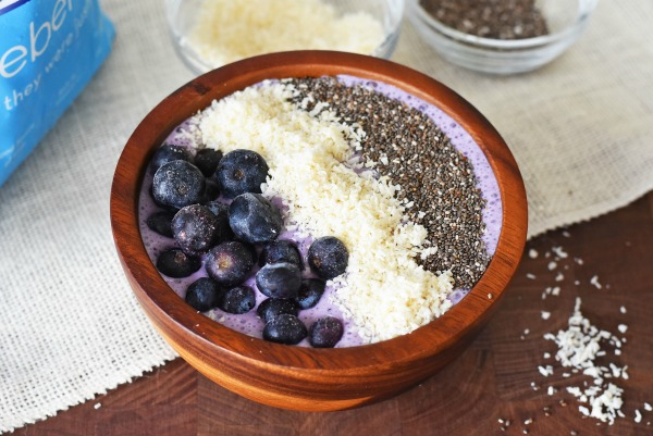 blueberry-coconu-smoothie-bowl