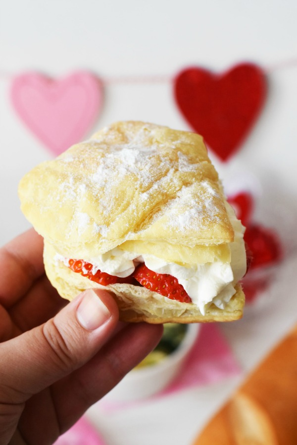 Strawberry-puff-pastry-heart1