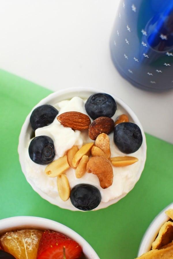 Greek yogurt with fruit and nuts1