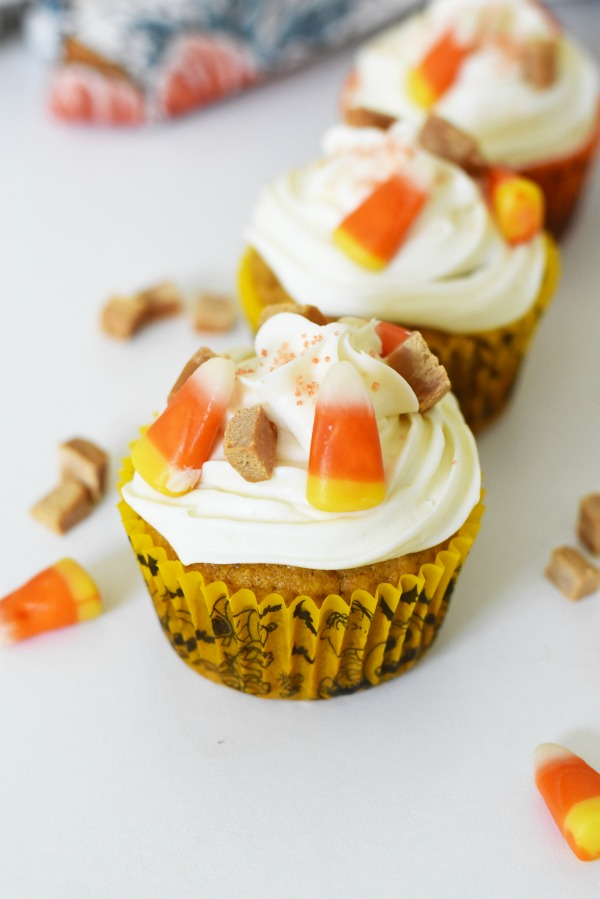 Vanilla Frosted Pumpkin Cupcakes with Candy Corn1