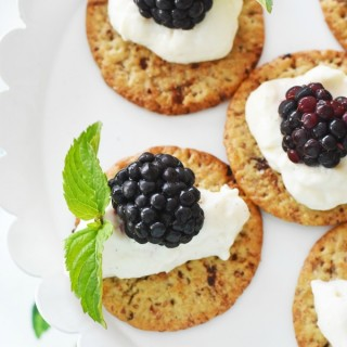 Yogurt mint topped Breton crackers1