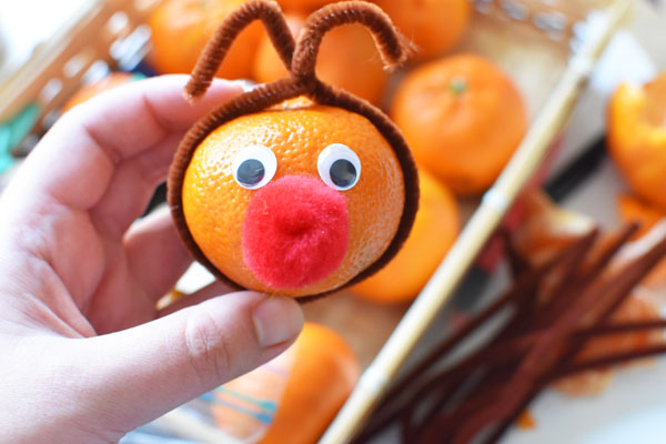Cuties Reindeer. Reindeer made with oranges or tangerines. Tangerine reindeer, Mandarin reindeer