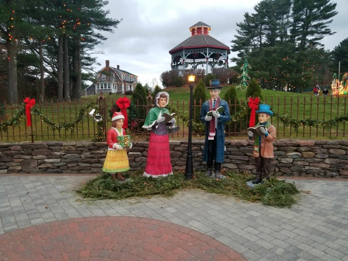 Carolers at Edaville usa