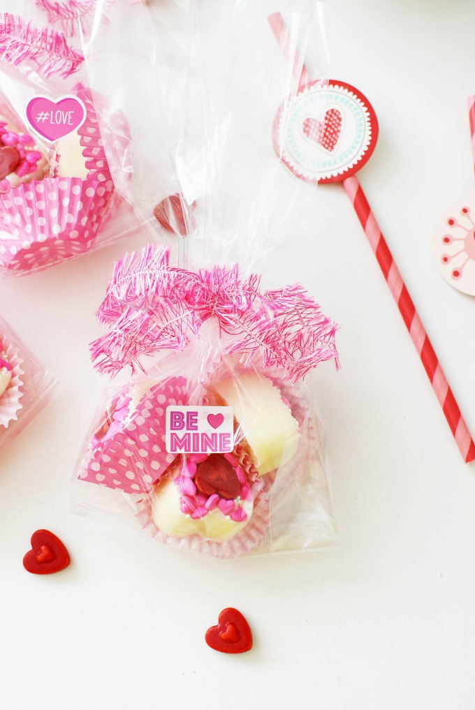 Adorable, & Quick DIY White Chocolate Valentine\'s Day Candy Hearts