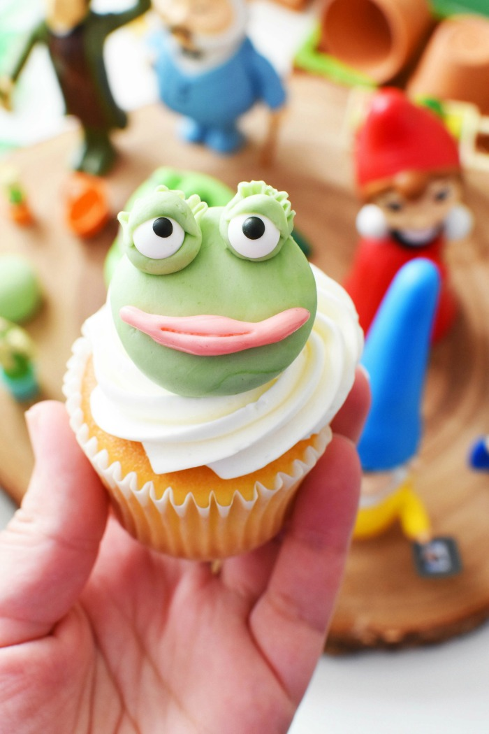 Fondant Frog Cupcakes
