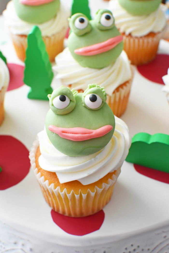 frog face cupcakes