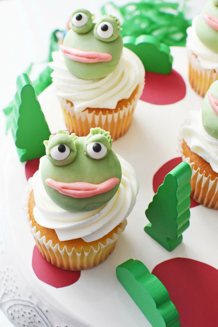 Nanette Frog Sherlock Gnomes Cupcakes