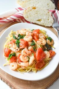 Flavorful & Easy Shrimp Scampi, Spinach, and Tomato Linguine