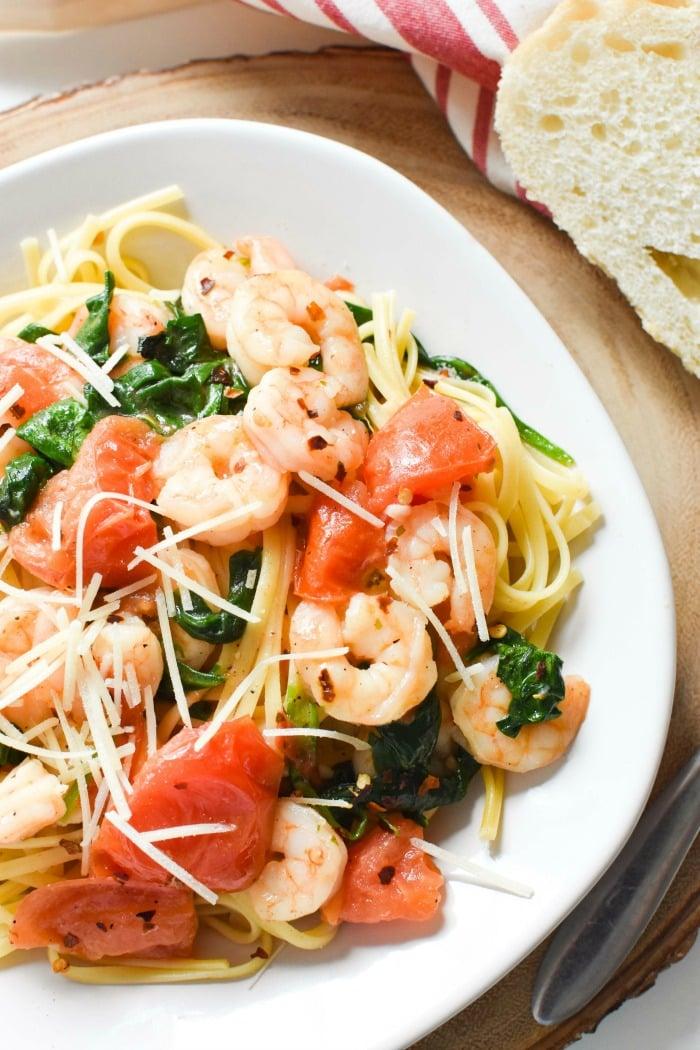 Spinach_Tomato_Shrimp_Garlic_Pasta 1