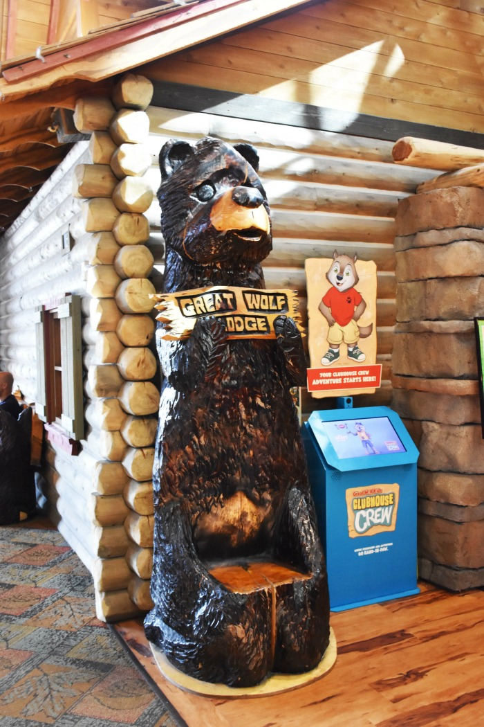 Great Wolf Lodge Boston Carved Bear 1