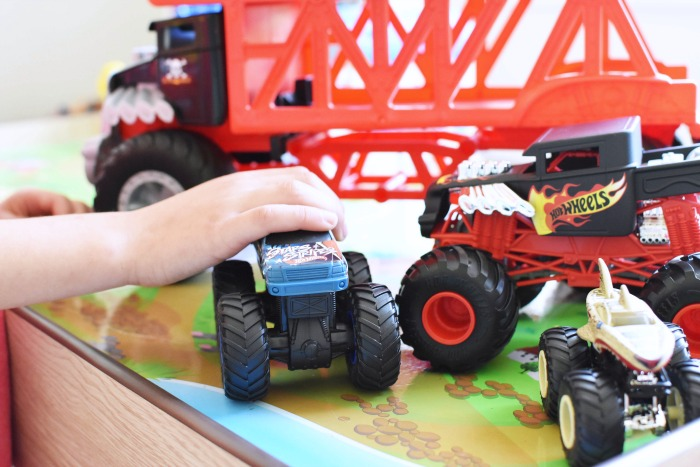 Mattel Monster Trucks 1