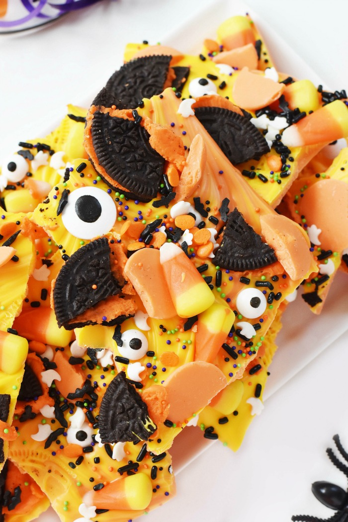 Halloween Candy Bark with Eyes and Oreos 1