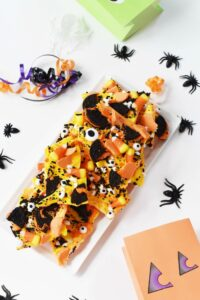 Halloween Candy Bark with Oreos 1