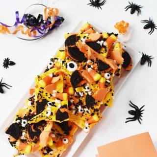 Halloween Candy Bark with Oreos 1