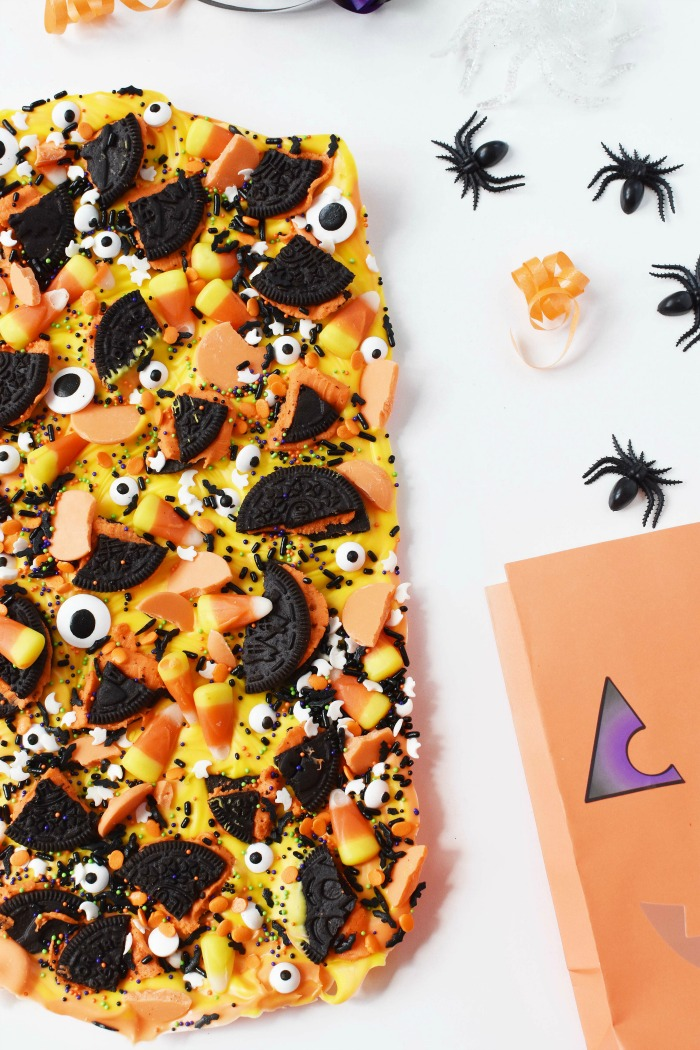 Halloween Candy Bark with Oreos and Eyes 1