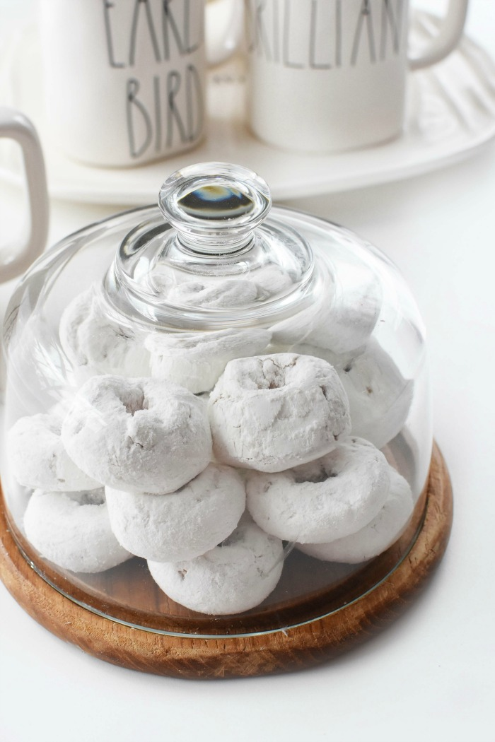 Powdered Donuts in Cake server 1