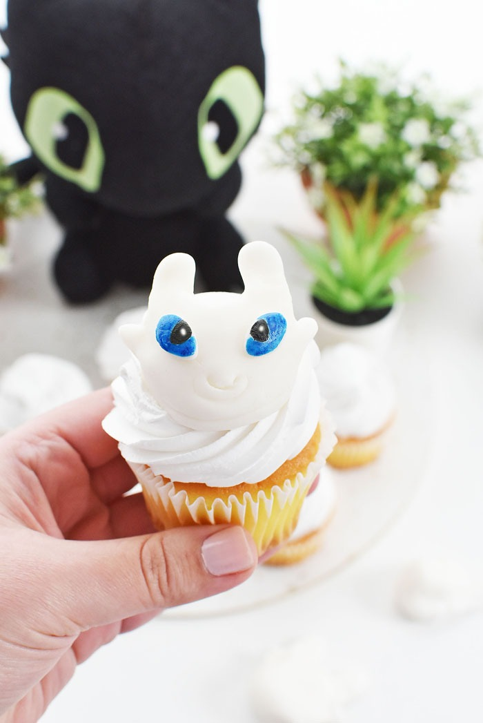 Light Furry Cupcake DIY 1