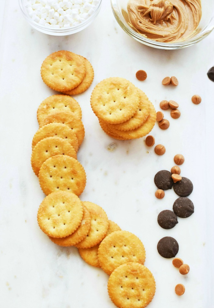 Ritz Crackers and peanut butter with fluff 1