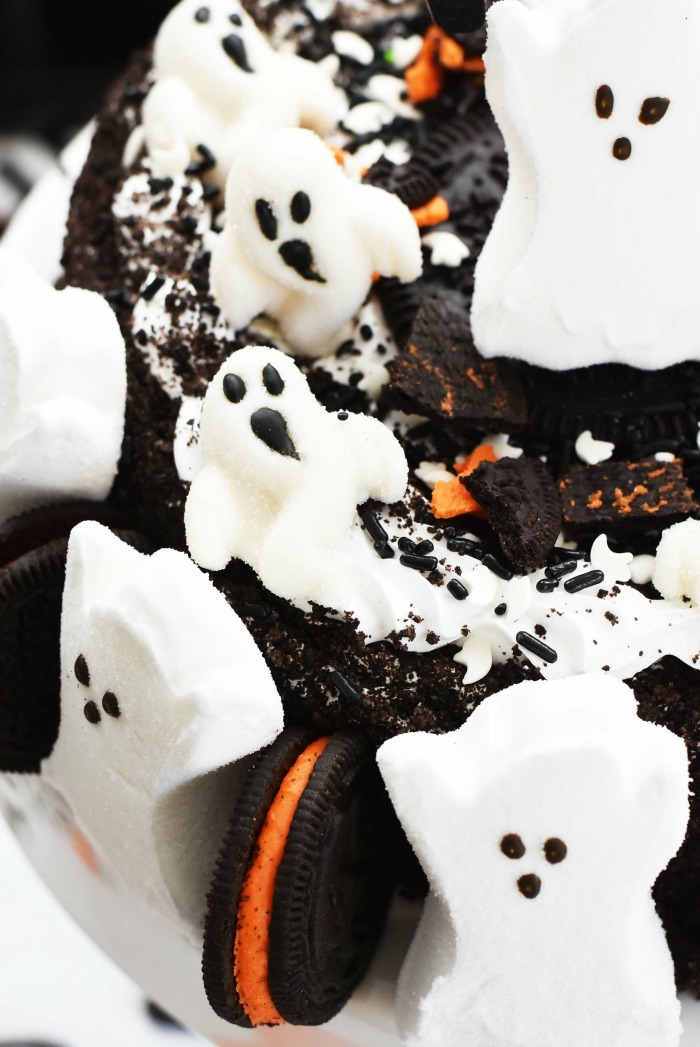 Ghost Oreo Cake up close shot.