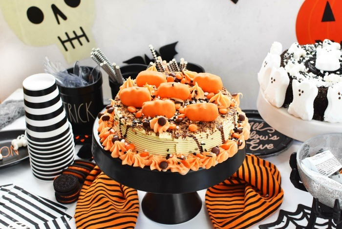 Reeses Decorated Halloween Cake