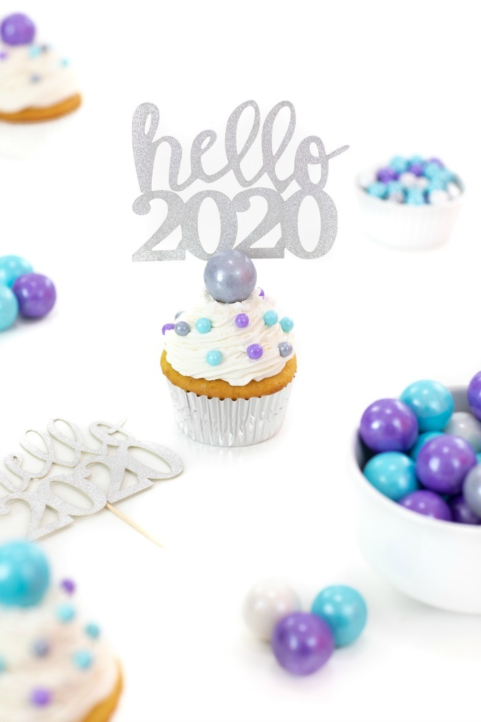 Purple and Silver New Years cupcakes.