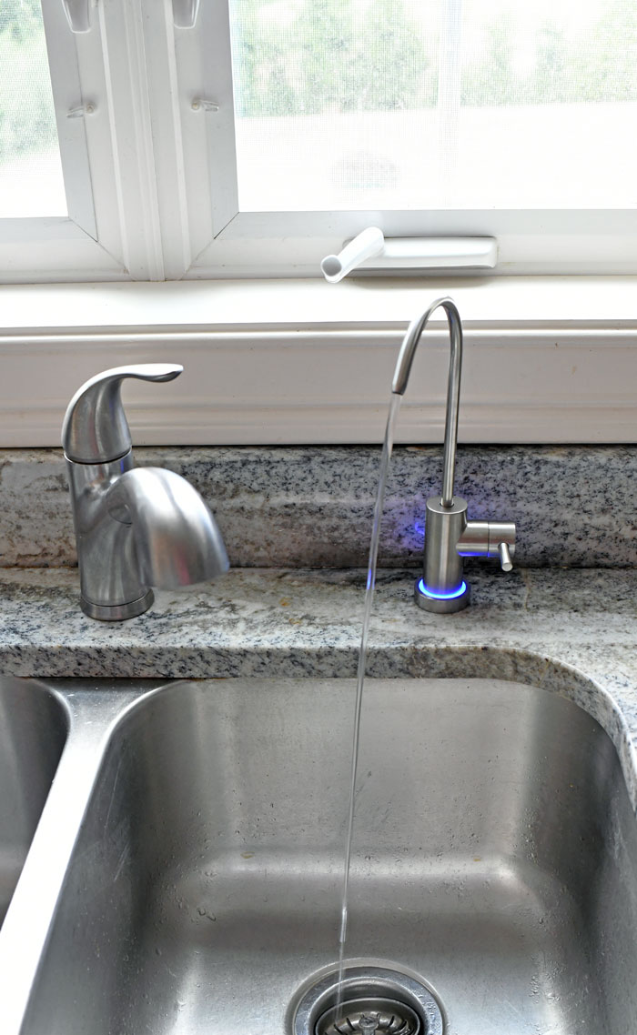 kitchen sink with reverse osmosis faucet running water