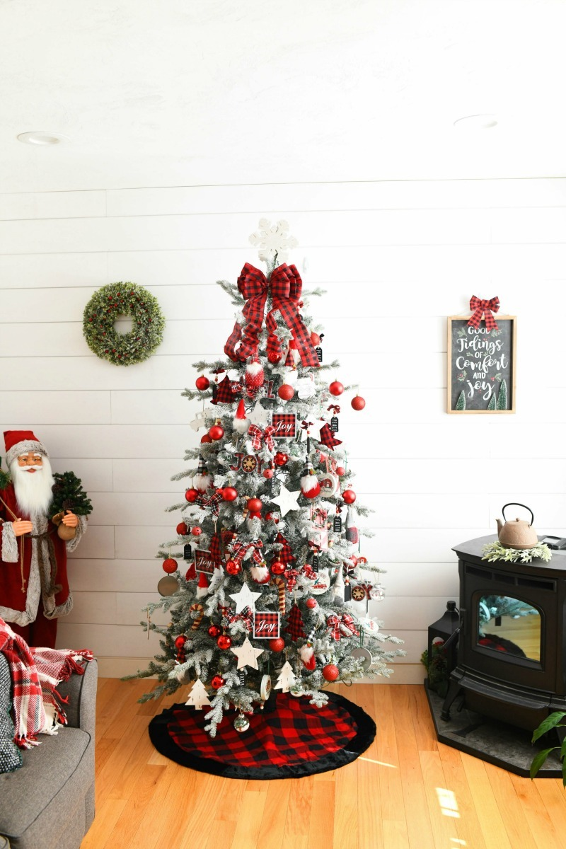 Red Plaid Tree theme in white ship lapped.