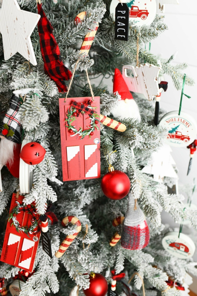 Red & White themed Christmas Tree with red ornaments.